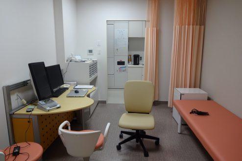 13.鶴見病院 診察室