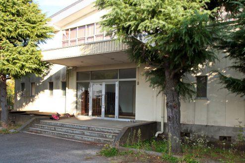 1.学校跡地スタジオ|体育館外観入口
