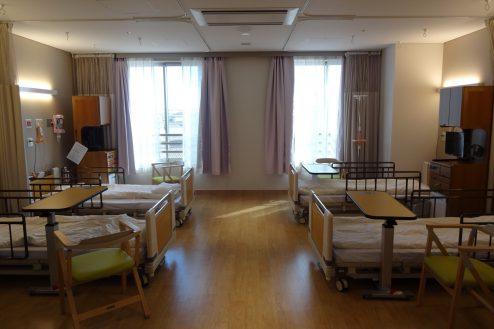 1.鶴見病院 4床病室