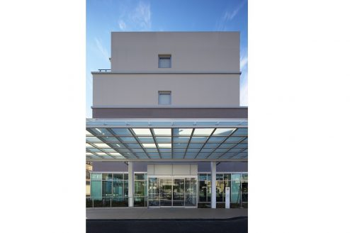 33.草加病院|外観・正面玄関