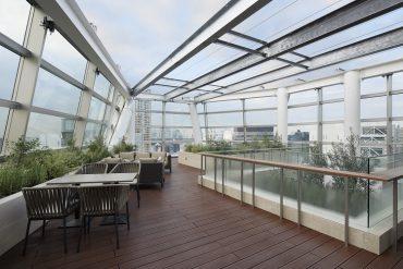 クオーツギャラリー12階フロア・屋上|レンタル貸しスペース・ソファー・テーブル・対談・夜景|東京