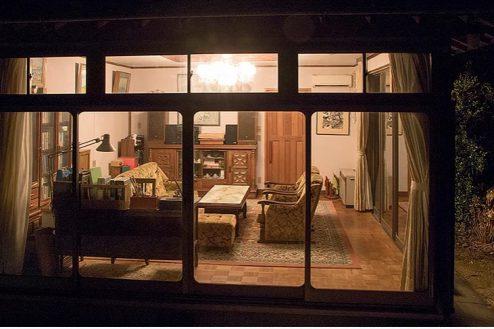 9.洋室・里山スタジオいわふね|西離れ外観夜景