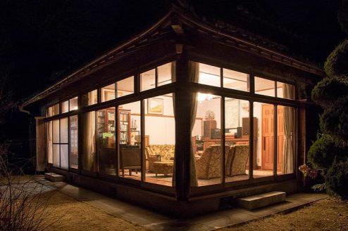 8.洋室・里山スタジオいわふね|西離れ外観夜景