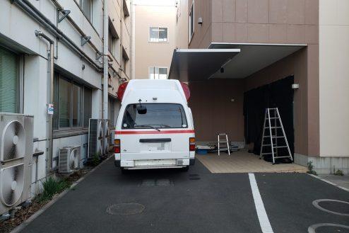 16.病院2棟貸しスタジオ|救急搬入口 ※救急車はイメージです