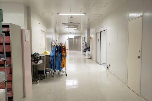 8.草加病院|手術室前通路