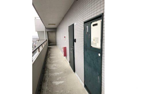 12.府中マンション|共用部・ドア前通路