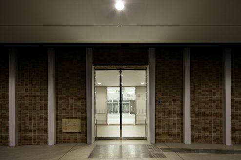 24.かつしか介護老人施設|正面玄関・ナイト