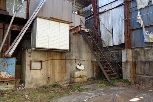 13.東京近郊の廃工場 敷地内
