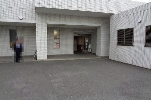 27.横浜リハビリ病院|職員通用口(外)