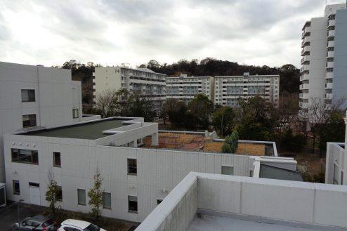 24.横浜リハビリ病院|ウッドデッキ俯瞰