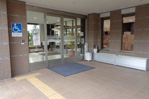 28.横浜リハビリ病院|正面玄関