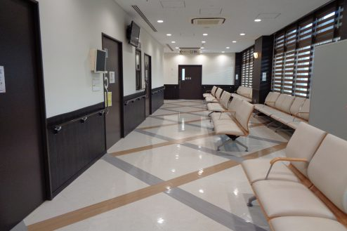 横浜リハビリ病院|待合室ロビー・診察室・検査室・職員通用口・中庭・屋上