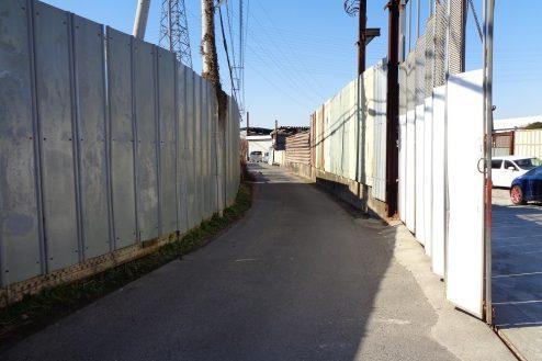 22.東京近郊の廃工場 正面入口前道路