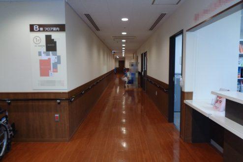 12.横浜リハビリ病院|リハビリテーションルーム廊下