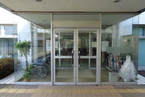 24.病院2棟貸しスタジオ|正面玄関