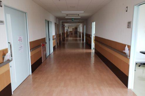 8.病院2棟貸しスタジオ|病室前廊下