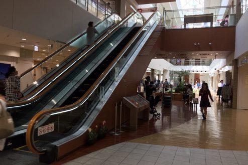 1.越谷ショッピングモール|施設内・エスカレーター