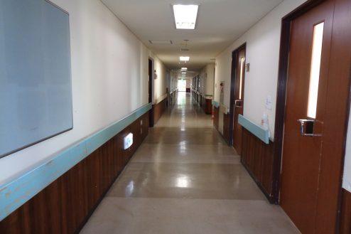 21.病院2棟貸しスタジオ|廊下