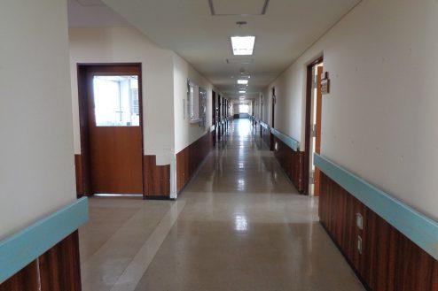 22.病院2棟貸しスタジオ|廊下