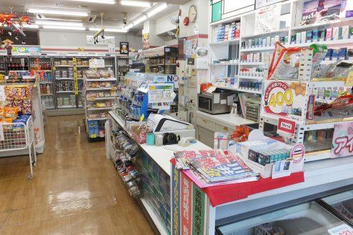 8.東京近郊のコンビニ 店内・レジカウンター付近