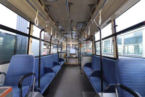 29.大型倉庫|バス車内