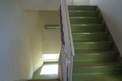 25.病院1棟貸しスタジオ|階段
