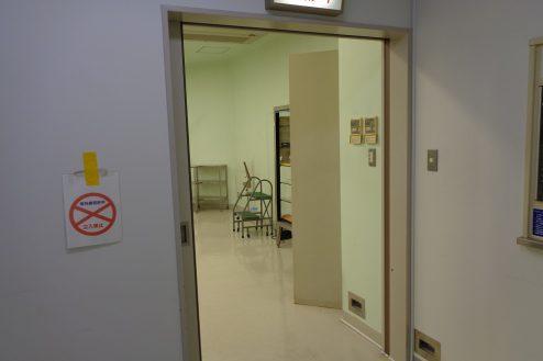 10.病院1棟貸しスタジオ|手術室・入口