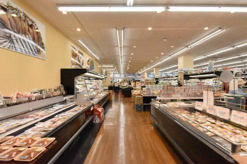 スーパーA|スーパーマーケット・駐車場・バックヤード・事務所