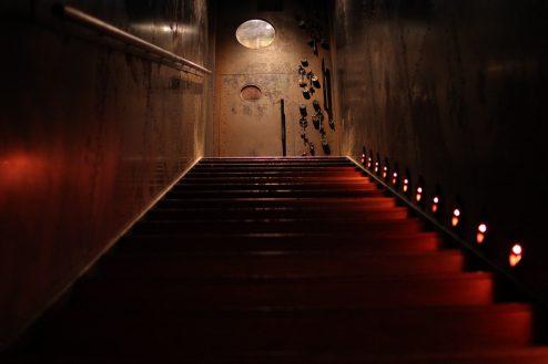 13.銀座カフェ&バー|階段