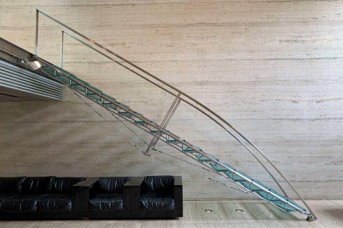 8.ジャスマック八雲|1F:リビング(ガラス階段)