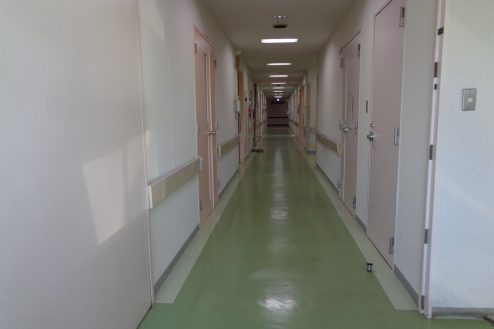 18.病院1棟貸しスタジオ|病室前廊下