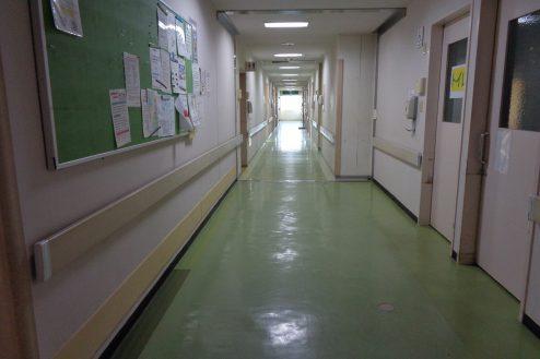 19.病院1棟貸しスタジオ|病室前廊下