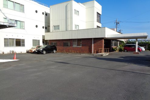 29.病院1棟貸しスタジオ|外観・駐車スペース