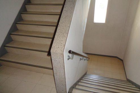 24.病院1棟貸しスタジオ|階段