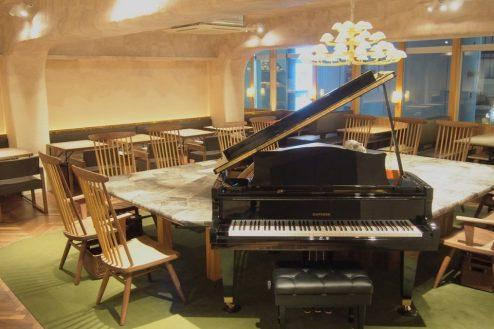 2.銀座カフェ|店内・グランドピアノ