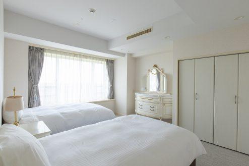 6.ホテルトリニティ書斎|ベッドルーム