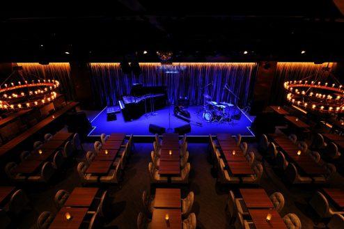 横浜ライブ・レストラン(2047)|クラブ・ステージ・バー・バルコニー・夜景