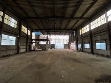 工場|空き屋・俯瞰・大型車両通行・電気・ネガティブ・自然