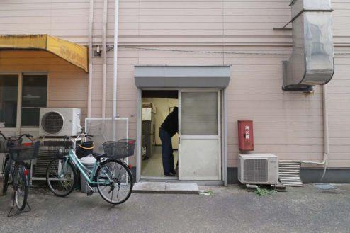 11.23区内の弁当屋|店舗横入口