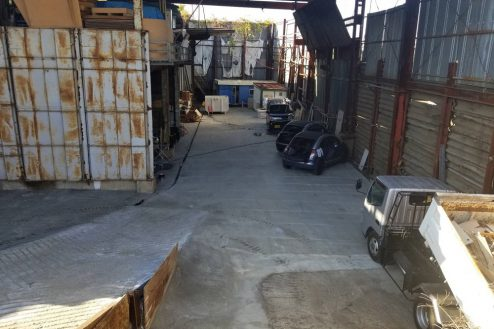東京近郊の廃工場 駐車場・倉庫・廃墟・広い敷地・火気・雨・穴掘り・24時間