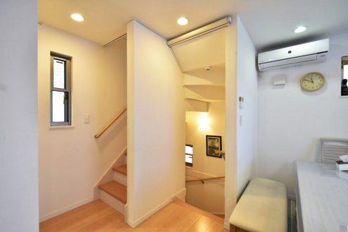 12.北池袋4LDK車庫付き一軒家|階段