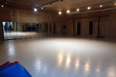 16.オフィス・社長室・与野基地|格闘場の多目的ホール