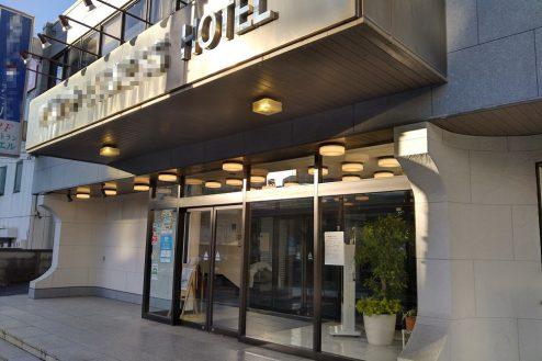 10.新宿にあるビジネスホテル エントランス