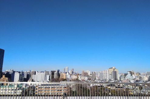 3.新宿にあるビジネスホテル 屋上