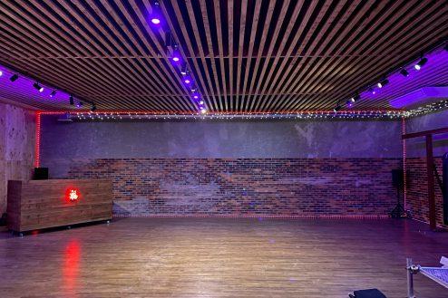14.与野基地|倉庫内・格闘場の多目的ホール
