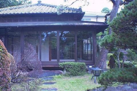 3.歴史的建築の高級和風レストラン|縁側・庭