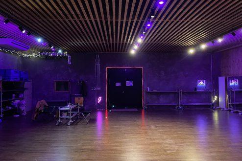 13.与野基地|倉庫内・格闘場の多目的ホール