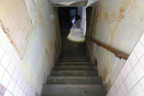 10.マンション地下・廃墟スペース|階段・下り