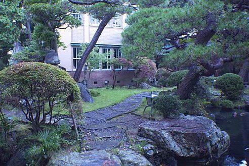 5.歴史的建築の高級和風レストラン|庭