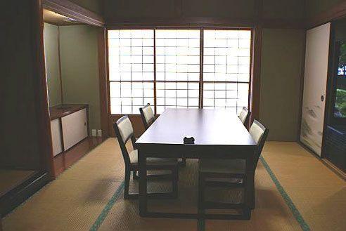 25.歴史的建築の高級和風レストラン|和室3